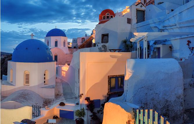 Calde spiagge bianche, arte e cultura: alla scoperta di Santorini
