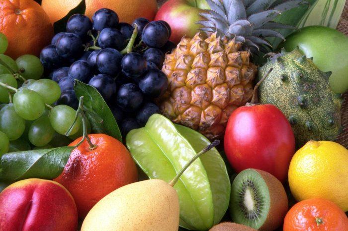 Ecco perché dovremmo mangiare almeno 100grammi al giorno di frutta