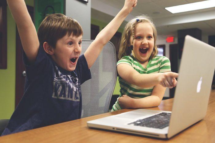 Ipertesi 4 bambini su 100: la colpa è di internet