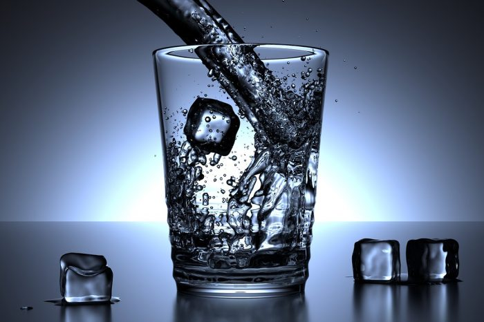 Acqua: sfatato il mito degli 8 bicchieri al giorno