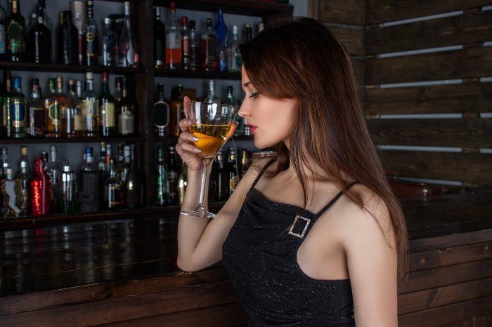 Cervello: spiegato il legame tra antidepressivi e alcolici