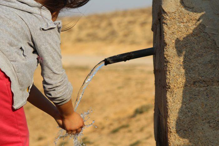 Allarme disidratazione bambini: bevono poco, e i genitori non se ne accorgono
